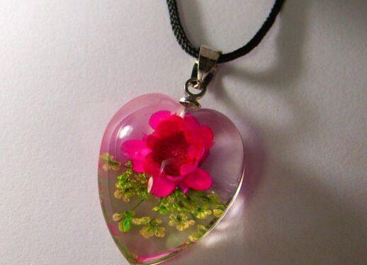Eco-bijuteriile lui Evan Lentz: splendoarea naturii in miniaturi neobisnuite