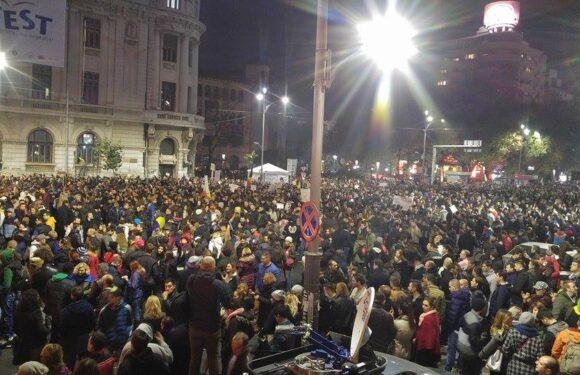 Incep PROTESTELE la Parlament si Piata Universitatii!