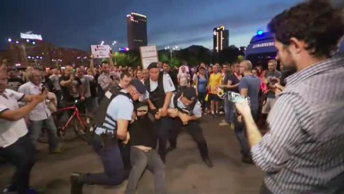 Live TEXT & VIDEO – Au INCEPUT protestele in Piata Victoriei!