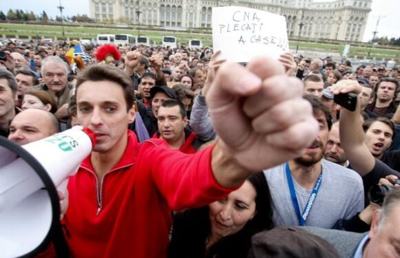 "Mircea Badea: ""Ma duc sambata la ora 18 in Piata! Sa vedem cine ocupa ce!"""